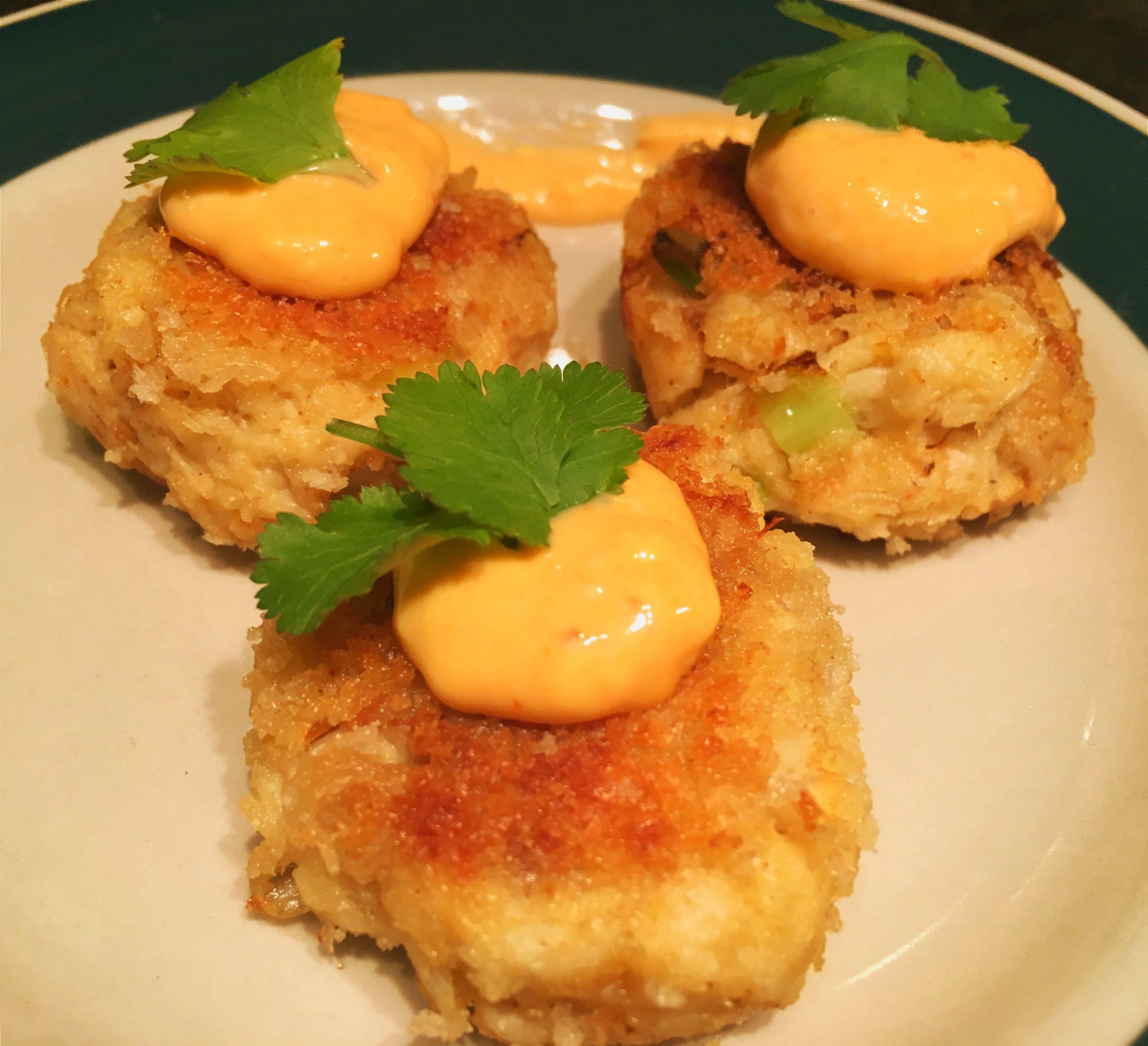 Baby Crab Cakes with Sriracha & Chive Aioli